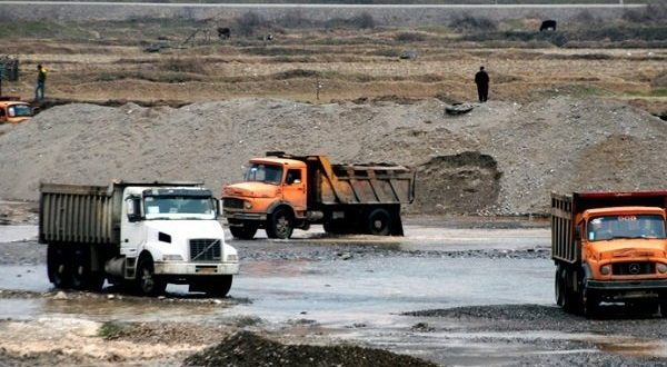 فعالیت معادن و پیمانکاران شن و ماسه در بستر فعال رودخانههای گیلان ممنوع شد