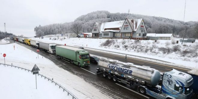 فعالین محیط زیست: اهداف کربن کامیون های حمل و نقل سختگیرانه شود